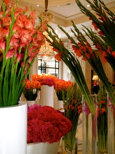 AMAAAAAAAAZING flowers, by the FABULOUS Jeff Leatham at the George V Hotel in Paris...SUPERB!!! xxx