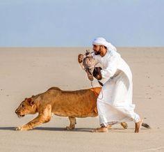 A Kuwaiti Arab and His Pets (Kuwait) Beautiful Creatures, Animals Beautiful, Arab Love, Saudi Men, Prince Héritier, Royal Prince, Abu Dhabi, Arab Swag, Arabian Beauty