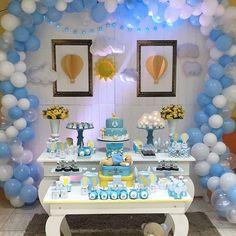 Muito fofo. Regrann from @guida_atelie - Boa noite amores. Hoje venho mostrar nossa decor de urso baloeiroooo, chá da Baby para um príncipe 😍😍😍. Parceiros @principesomiluminacao @mamaedecoraam @aquabaloes @copyarte_am - #regrann #festabalao #festadebalao #decoracaodefesta #festainfantil #festaemcasa #agoravaiterfesta Birthday Table, Boy Birthday, Birthday Decorations, Baby Shower Decorations, Ideas Para Fiestas, Hot Air Balloon, Buffet, Balloons, Birthdays