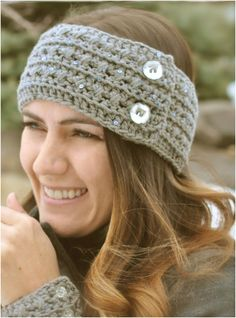 FREE CROCHET HEADBAND AND CUFF {PATTERN} - Tried the bow one. Didn't turn out well with thick yarn...