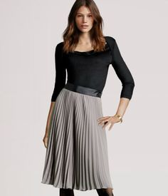 Pleated chiffon skirt that ends just below the knee, with a grosgrain waistband and a zip at the side. Line