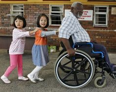 Tzu Chi volunteers visit an institute for handicaps regularly. Two little girls try to help too. (Photo by Lin Yen-huang; date: 03/27/2011; location: Durban, South Africa)