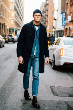 Tom barker personal style en 2019 fashion moda, moda estilo y última moda. Fashion Moda, Denim Fashion, Fashion Trends, Street Fashion, Beanies Fashion, Fashion Fashion, Fashion Tips, Sleeveless Jacket For Men, Street Mode