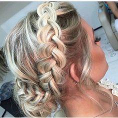 #instafashion #hairdo #hairstyle #instahair #instafashion #Penteados #fashion #hair #penteados #cabelos #formatura #festa #party #beauty #casamento #photooftheday #picoftheday #instablonde #bridestyle #cabelo #diadanoiva #weddingday #beleza #Hamor #love