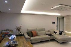 간접조명,화이트,우물천장,마루 Living Room Modern, Dorm, Flat Screen, Couch, Interior, Furniture, Home Decor, Houses, Art