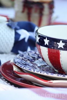 How to Decorate with an Americana Theme Artwork For Living Room, Living Room Colors, American Decor, American Crafts, American Girl, Patriotic Decorations, Centerpiece Decorations, Happy 4 Of July, Fourth Of July