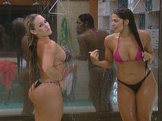 Durante a tarde desta terça-feira (13), ísis e Nuelle brindaram os fãs com um maravilhoso banho duplo
