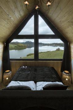 stilvolles Schlafzimmer mit Ausblick