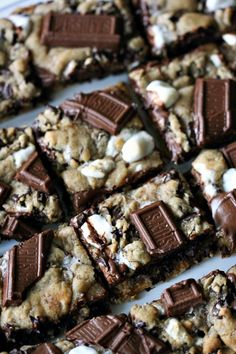 S'mores Cookie Bars....looks delicious. ^,^