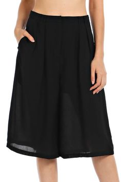 SOLID WOVEN PLEATED CAPRI PANTS-Black