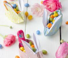 DIY Möbel – Wabenregal ganz leicht selbermachen! – TRYTRYTRY Anniversary Surprise, Anniversary Dinner, Anniversary Dates, Surprise Pictures, Anniversary Scrapbook, Easter Specials, Rose Cake, More Fun, Balloons