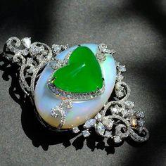 Beautiful pendant colorful jadeite diamond opal green jewel