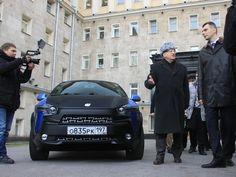 Прохоров подарил Жириновскому ё-мобиль