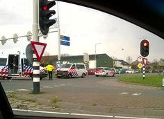 Politieauto botst op auto bij Bergschenhoek N209 Foto: Claire Orchard