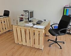 Burotoli02 600x474 Office from pallets for Negociant wine expert in office furniture  with Wine Table sofa Recycled Furniture Desk