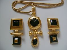 ESSEX Fashion Accessories Etruscan Jewelry Gold Tone Adorned W/ Round Oval & Square Black Enamel Glass Pendant Snake Chain Necklace Earrings Gold Mangalsutra Designs, Gold Jewellery Design, Gold Jewelry Simple, Stylish Jewelry, Gold Fashion, Fashion Jewelry, Fashion Accessories, Fashion Vintage, Antique Jewelry