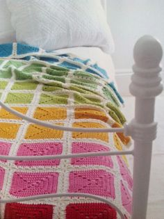Transcendent Crochet a Solid Granny Square Ideas. Inconceivable Crochet a Solid Granny Square Ideas. Granny Square Blanket, Granny Square Crochet Pattern, Crochet Squares, Crochet Blanket Patterns, Crochet Granny, Crochet Yarn, Crochet Blankets, Bracelet Crochet, Rainbow Crochet