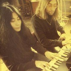 Yoko Ono & Lennon!