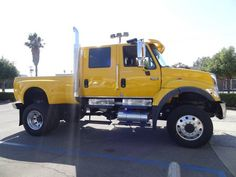 This is definitely one BIG BOY truck ready to roll: 2006 International CXT 7400 | Montclair CA
