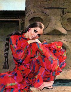Samantha Jones for Revlon, 1969 60s And 70s Fashion, Retro Fashion, Fashion Art, Fashion Beauty, Style Année 60, Samantha Jones, Vintage Fashion Photography, Floral Fashion, Cosplay