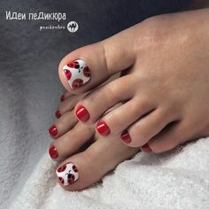 Summer and holidays are two reasons for the best manicure and pedicure. But almost every girl has a Toenail Art Designs, Pedicure Designs, Diy Nail Designs, Pedicure Ideas, Pedicure Nail Art, Toe Nail Art, Manicure And Pedicure, Cute Toe Nails, Diy Nails