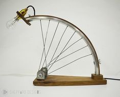Bicycle Rims, Bicycle Art, Bicycle Design, Desk Light, Lamp Light, Homemade Wall Art, Recycled Bike Parts, Velo Retro, Diy Wood Projects