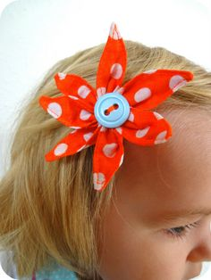 polka dot hair pin - directions in German(?) but pretty simple to copy?