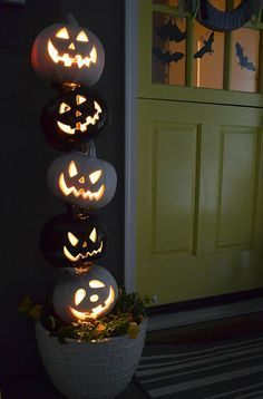It is another pumpkin project for today! I seem to have pumpkins on t. Halloween Home Decor, Outdoor Halloween, Diy Halloween Decorations, Halloween House, Holidays Halloween, Halloween Jack, Halloween Pumpkins, Christmas Decorations, Halloween Tricks