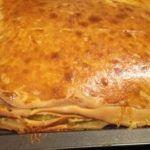 Ellenállhatatlan sajtos finomság, ez felülmúlja az összes sós süteményt, amit eddig kóstoltál! - Ketkes.com Hungarian Desserts, Cheese Ball, Lasagna, Cheesecake, Pizza, Bread, Snacks, Baking, Ethnic Recipes