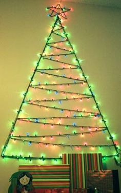 Christmas light tree for your wall- video tutorial Unusual Christmas Trees, Wall Christmas Tree, Alternative Christmas Tree, Diy Christmas Tree, Christmas 2014, Xmas Tree, Christmas Projects, Winter Christmas, All Things Christmas