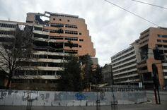 Если пойти от здания Почты по улице Князя Милоша на запад, то очень скоро можно дойти до старых зданий Министерства Обороны и Генштаба, которые приняли основной удар НАТОвских бомбардировок Белграда в 1999 году