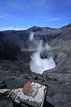 Bromo Crater, Indonesia. I wish I could go there.