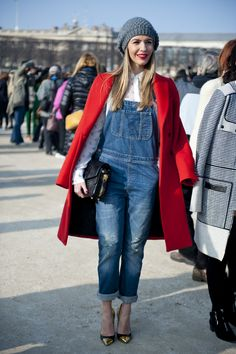 denim dungarees + red blazer and pumps Dungarees Outfits, Denim Dungarees, Street Chic, Autumn Winter Fashion, Fall Winter, Passion For Fashion, Winter Outfits, Sexy, Christian Louboutin