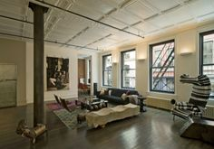 Located on a lower floor in SoHo, the Mercer Street Loft, designed by DHD Architecture and Design, blends original features with modern design to create a Soho Loft, Lofts, Design Loft, Design Salon, Design Design, Design Ideas, Warehouse Apartment, Warehouse Living, Warehouse Design