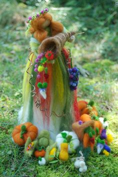 Felted fall girl,with cornucopia. Waldorf Crafts, Waldorf Dolls, Needle Felted Animals, Felt Animals, Needle Felting Tutorials, Felt Fairy, Nature Table, Autumn Crafts, Nuno Felting