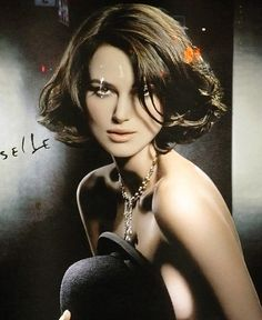 Keira Knightley Chanel Ad Campaign - New York City, new fragrance 'Coco Mademoiselle' Keira Knightley Chanel, Keira Christina Knightley, Keira Knightley Body, Kira Knightly, Brunette Bob, Blonde Bob Hairstyles, Haircut Styles, Poses, Short Hair