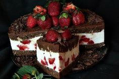Chocolate cake, mascarpone and strawberries Romanian Desserts, Romanian Food, Cake Recipes, Dessert Recipes, Dessert Food, Pistachio Cake, Cupcakes, Strawberry Cakes, Strawberry Cheesecake