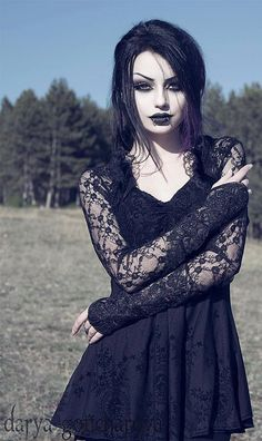 Model: Darya Goncharova * Gothic, Gothic Girl, Gothic Fashion, Gothic Make-up, Gothic Beaut … - Damen Mode Gothic Girls, Lolita Gothic, Punk Girls, Gothic Hair, Gothic Rock, Dark Beauty, Goth Beauty, Dark Fashion, Gothic Fashion
