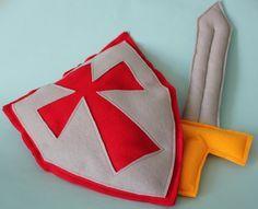 Das ungefährlichste Schwert und Schild für einen kleinen Ritter. Aus Filz hergestellt