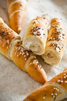 Crunchy and very aromatic with cumin and preferment: Salzstangerl Pan Bread, Bread Baking, Baker Bread, Austria Food, Bread Recipes, Cooking Recipes, German Bread, Austrian Recipes, Artisan Bread