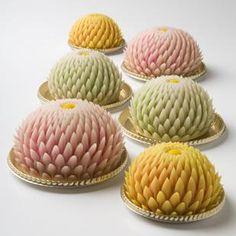 Japanease sweets or hasami-giku a great Artisan Skill! / Dulces japoneses o Hasami-giku. Japanese Sweets, Japanese Food, Japanese Wagashi, Chocolates, Confectionery, Mochi, My Favorite Food, Food Art, Cupcake Cakes