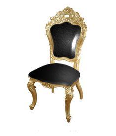 Chaise de style baroque en bois doré et imitation cuir noir. Disponible à la vente ou à la location : www.location-mobi... #decoration #mobilier #decoprive