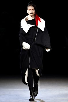 Yohji Yamamoto Fall 2012 Ready-to-Wear Fashion Show - Katlin Aas (IMG)