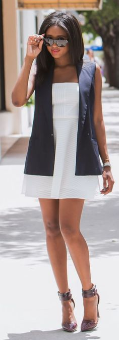 Easy Navy And White Chic Style