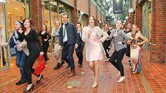 Hanseviertel: Flashmob Modenschau begeistert