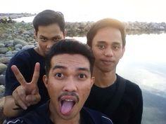 Tiga bersahabat bede haha