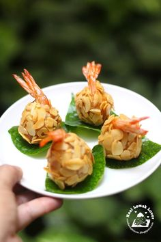 I supposed to make this deep fry prawns during CNY, but keep delaying till now.Anyway never too late to make this, nice aroma … Prawn Recipes, Fish Recipes, Seafood Recipes, Cooking Recipes, Healthy Appetizers, Appetizer Recipes, Camaron Rebosado, Tapas, Chinese Seafood Recipe