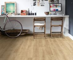 Even binnenkijken laminaat met ruwe houtlook in industri�le