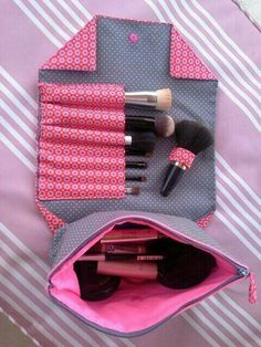 Globulitasche / Neceser de maquillaje con cremallera y compartimentos Globulitasche / Makeup bag with zipper and compartments Sewing Hacks, Sewing Tutorials, Sewing Patterns, Sewing Kit, Fabric Crafts, Sewing Crafts, Sewing Projects, Diy Makeup Bag, Makeup Case
