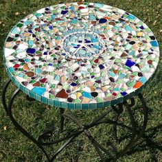 1 - Sea Glass Mosaic Table Top: ~ sea glass craft photos submitted by Lauren in LA 1 - This is a sea glass mosaic tabletop that I… Sea Glass Crafts, Seashell Crafts, Beach Crafts, Sea Glass Mosaic, Sea Glass Art, Fused Glass, Sea Glass Beach, Stained Glass, Mosaic Crafts